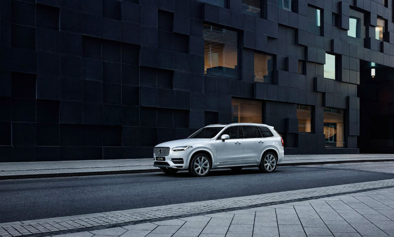 xc90-t8-twin-engine-excellence.jpg