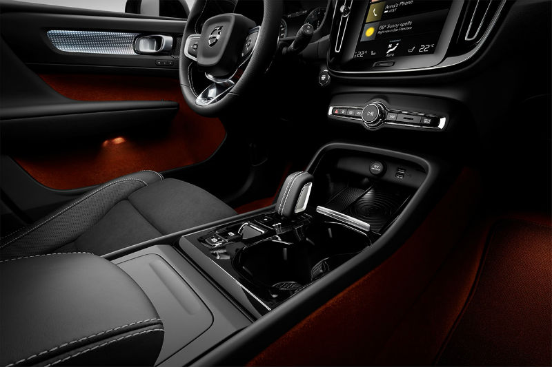 213043_new_volvo_xc40_interior_b.jpg